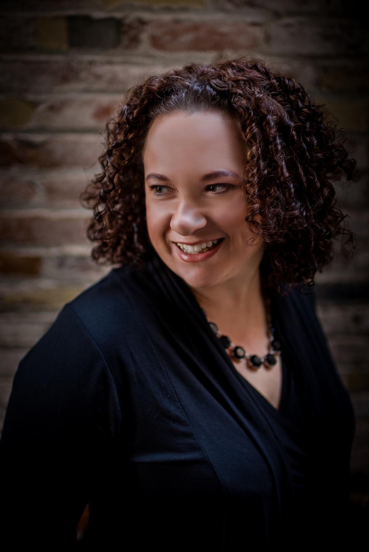 UH Alum, Author Elizabeth Hunter Talks Writing Tricks ...