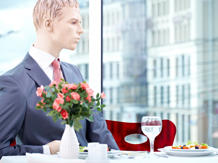Customers Prefer Partitions Over Mannequins in Socially-Distanced Dining Rooms